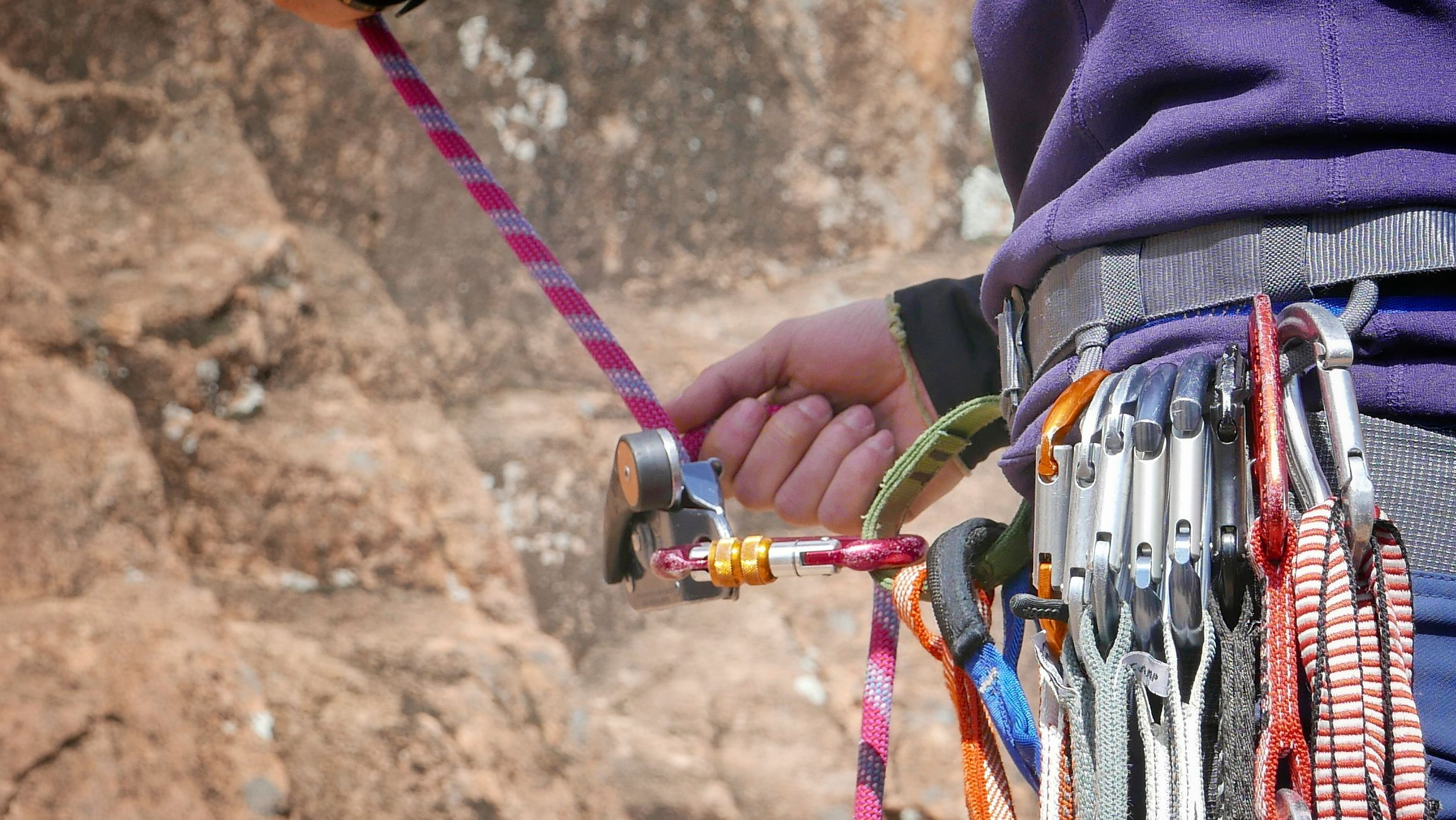climbing carabiner strength
